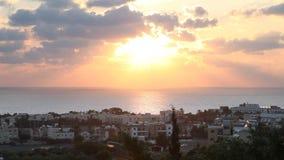 Puesta del sol de la ciudad de Pafos, Chipre almacen de metraje de vídeo