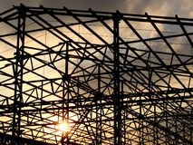 Puesta del sol de la construcción Fotografía de archivo libre de regalías