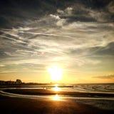 Puesta del sol de la costa de Bélgica Imagen de archivo libre de regalías