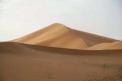 Puesta del sol de la duna de arena del desierto de Marroc Foto de archivo libre de regalías