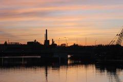 Puesta del sol de la fábrica Fotografía de archivo libre de regalías
