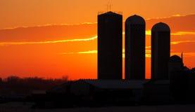 Puesta del sol de la granja Fotos de archivo