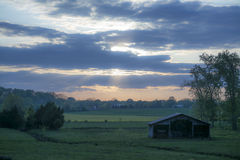 Puesta del sol de la granja Imágenes de archivo libres de regalías