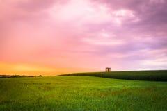 Puesta del sol de la granja de Amish imagen de archivo libre de regalías
