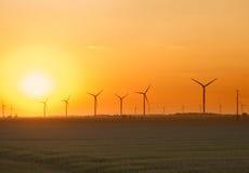 Puesta del sol de la granja de viento Imágenes de archivo libres de regalías