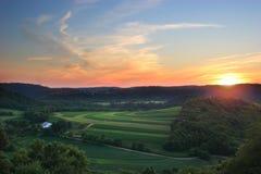 Puesta del sol de la granja del valle Imagenes de archivo