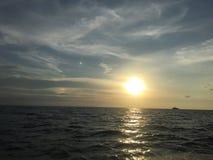 Puesta del sol de la hermosa vista en el mundo de Tailandia Fotos de archivo libres de regalías