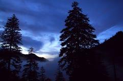 Puesta del sol de la montaña Fotos de archivo