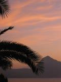 Puesta del sol de la montaña de la playa Foto de archivo libre de regalías