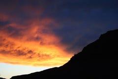 Puesta del sol de la montaña de la sombra Imagenes de archivo