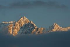Puesta del sol de la montaña del invierno Imagen de archivo libre de regalías