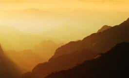 Puesta del sol de la montaña del panorama Imagen de archivo libre de regalías