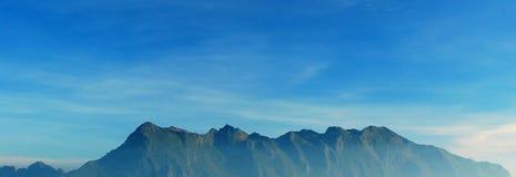 Puesta del sol de la montaña del panorama Fotografía de archivo