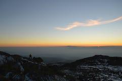 Puesta del sol de la montaña Vitusha Bulgaria del pico negro foto de archivo libre de regalías