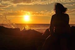 Puesta del sol de la muchacha Imágenes de archivo libres de regalías