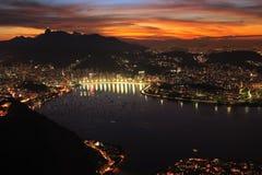 Puesta del sol de la noche de la ciudad de Río fotografía de archivo