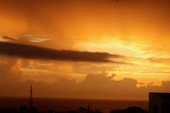 Puesta del sol de la noche del mar del cielo Foto de archivo