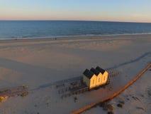 Puesta del sol de la opinión aérea de la playa Fotografía de archivo