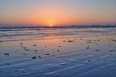 Puesta del sol de la opinión del mar Imagen de archivo libre de regalías