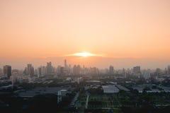 Puesta del sol de la opinión del paisaje urbano de Bangkok Imagen de archivo