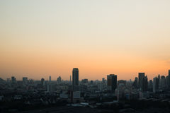 Puesta del sol de la opinión del paisaje urbano de Bangkok Fotos de archivo libres de regalías
