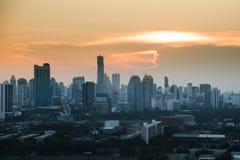 Puesta del sol de la opinión del paisaje urbano de Bangkok Imagenes de archivo