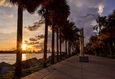 Puesta del sol de la púrpura de Miami imagen de archivo libre de regalías
