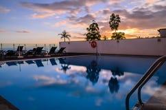 Puesta del sol de la piscina Foto de archivo libre de regalías