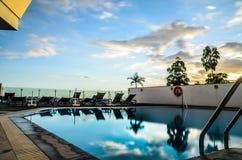 Puesta del sol de la piscina Imagenes de archivo