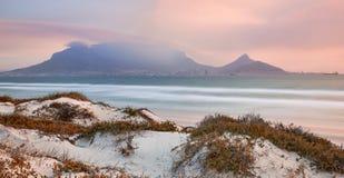 Puesta del sol de la playa de Blouberg Fotos de archivo