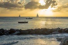 Puesta del sol de la playa de la costa oeste de Barbados foto de archivo