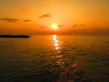 Puesta del sol de la playa de Maldivas Foto de archivo libre de regalías