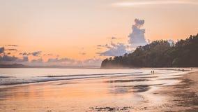 Puesta del sol de la playa de Radhanagar, islas de Andaman imagenes de archivo