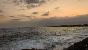 Puesta del sol de la playa del mar almacen de metraje de vídeo