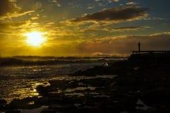 Puesta del sol de la playa en un día tempestuoso Foto de archivo libre de regalías