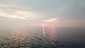 Puesta del sol de la playa de Makua en la isla de Oahu en Hawaii almacen de metraje de vídeo