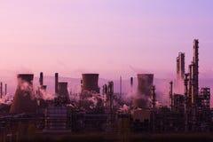 Puesta del sol de la refinería de petróleo del punto de ebullición de Grangemouth Foto de archivo