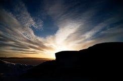 Puesta del sol de la roca y del océano Imagenes de archivo