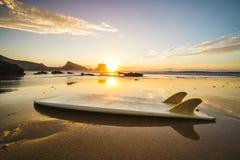 Puesta del sol de la tabla hawaiana Imagen de archivo
