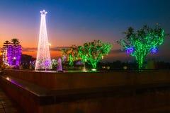 Puesta del sol de la tarde durante el Año Nuevo del parque en enero Ratchaburi 2018 Imágenes de archivo libres de regalías