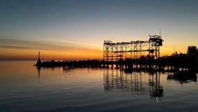 Puesta del sol de la tarde en el mar imagen de archivo libre de regalías