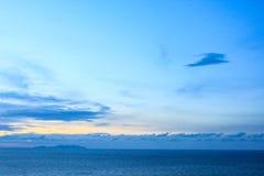 Puesta del sol de la tarde en la isla de Samui de la playa, Surat Thani Fotos de archivo libres de regalías