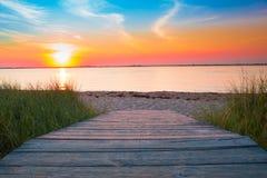 Puesta del sol de la trayectoria de la playa Imagen de archivo