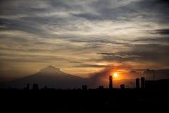 Puesta del sol de la vista de Puebla, México Imagen de archivo