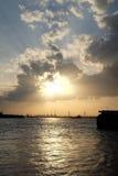 Puesta del sol de Lanscape en el río/Tailandia del chaophaya Imagen de archivo