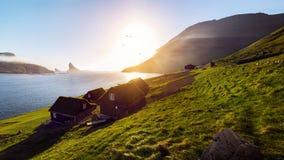 Puesta del sol de las casas de Faroe Island Fotos de archivo libres de regalías
