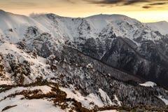 Puesta del sol de las montañas balcánicas Foto de archivo libre de regalías