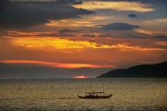 Puesta del sol de las zonas tropicales Imagen de archivo libre de regalías