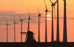 Puesta del sol de los molinoes de viento @ Imagen de archivo