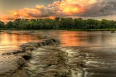 Puesta del sol de los rápidos del río Foto de archivo libre de regalías